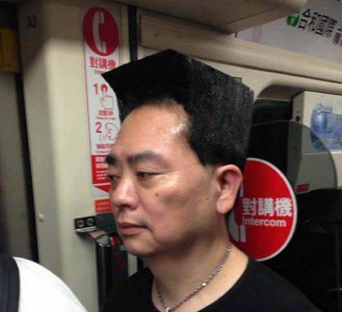Чтобы стать всемирно известным, этому мужчине было достаточно сделать необычную причёску (6 фото + видео)