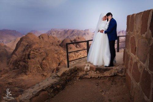 Жених и невеста поднялись в горы на 2200 метров, чтобы сделать потрясающую фотосессию (8 фото)