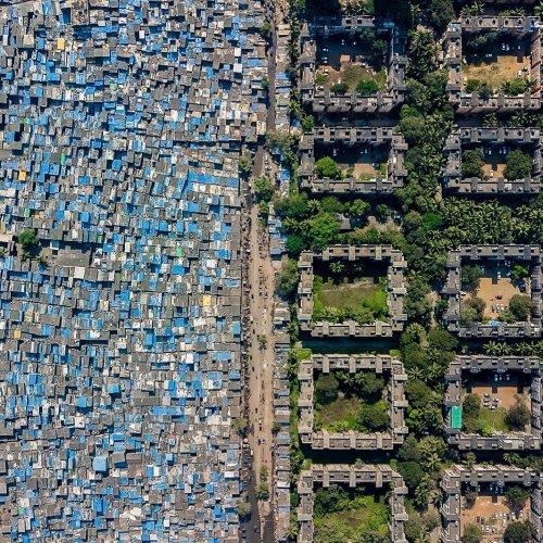 Социальные контрасты в дрон-фотографиях Джонни Миллера (6 фото)
