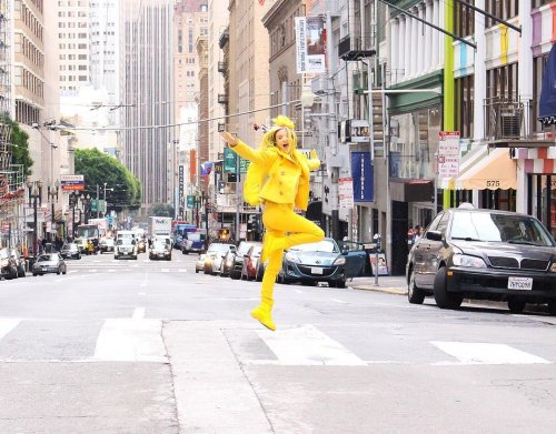Мисс Солнечный свет: жительница Лос-Анджелеса, которая окружает себя только жёлтым цветом (6 фото)