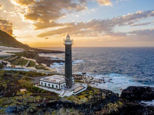 На удаленном испанском острове прямо в здании старого маяка открылся отель класса люкс (12 фото)