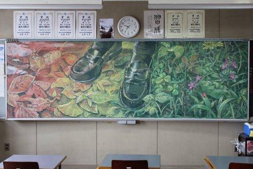 Японский художественный тренд: меловые рисунки на школьной доске (18 фото)