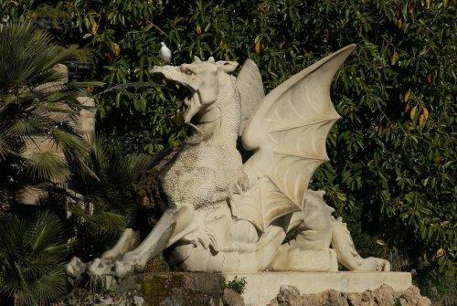 Здесь обитают драконы: удивительные статуи и скульптуры драконов по всему миру (31 фото)