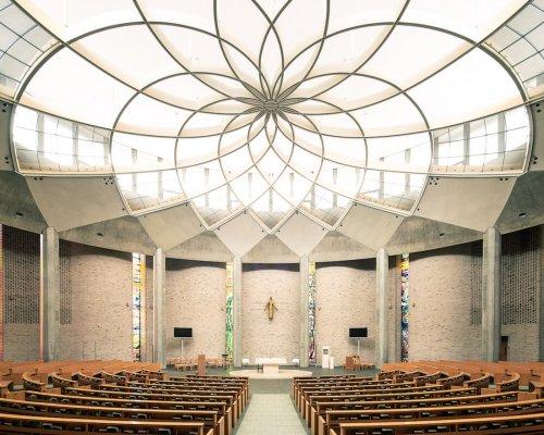 Великолепные интерьеры модернистских церквей в фотографиях Тибо Пуарье (15 фото)