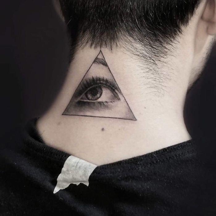Татуировки на шее (23 фото)