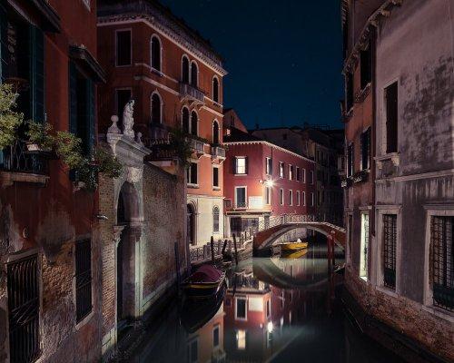 Фотограф отправился в Венецию и запечатлел город таким, каким вы его наверняка ещё не видели (11 фото)