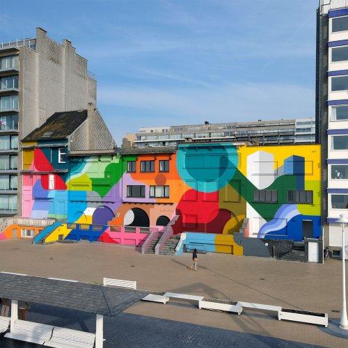 Брюссельский художник изображает водоворот красок на фасадах зданий (8 фото)