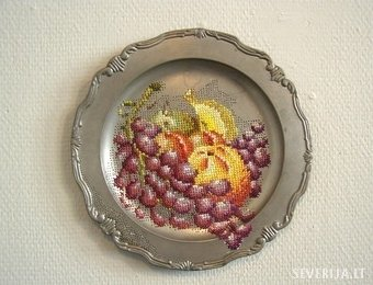 Litván művész, aki szereti a hímzést fémre (17 kép)