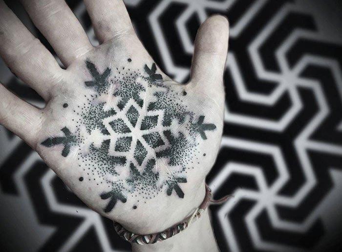 Необычные и креативные татуировки на ладони. Часть II (31 фото)