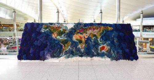 Необычный 6-метровый гобелен от Ванессы Барраган, воссоздающий карту мира (10 фото)