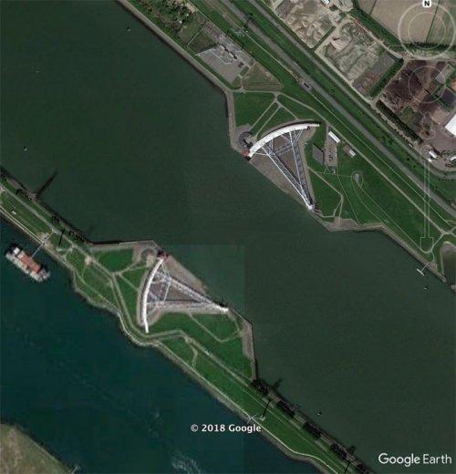 Интересности, найденные в Google Earth (13 фото)