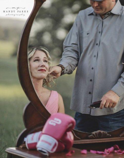 Очень мощная и невероятно трогательная фотосессия Чарли Джонсон, готовящейся к борьбе с раком (21 фото)