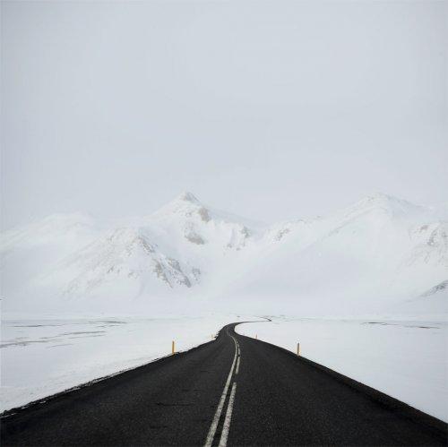 Путешествующий фотограф запечатлевает одни из самых живописных дорог в мире (11 фото)