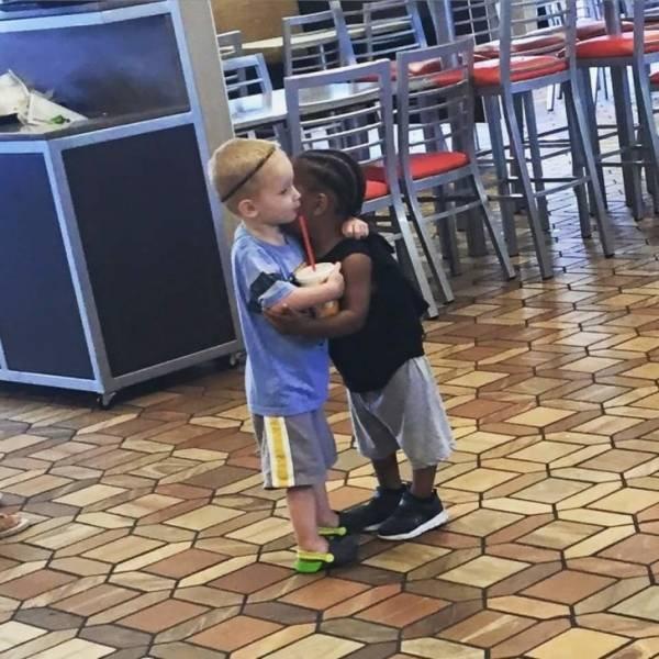 Трогательные фотографии детей (12 фото)