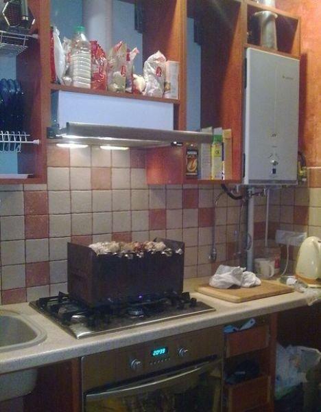 Барбекю на кухне (2 фото)