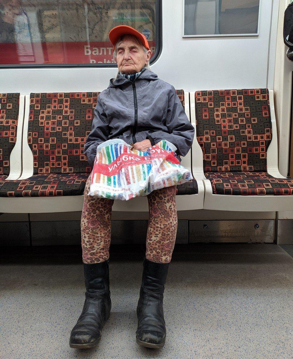 фотографии прикольно одетых людей в метро жилых домах