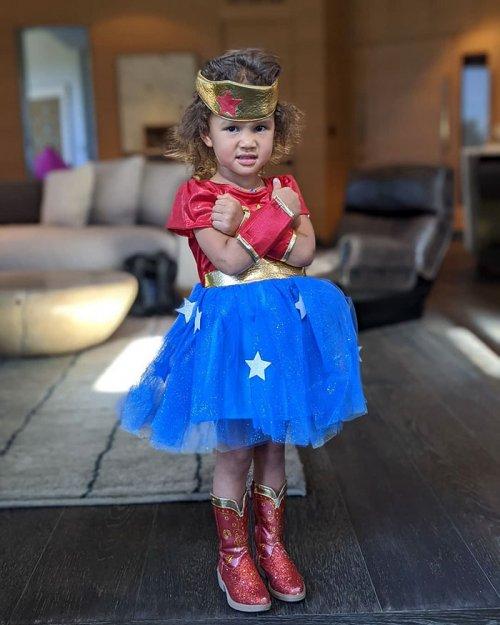 Как знаменитости наряжают своих детей к Хэллоуину (7 фото)
