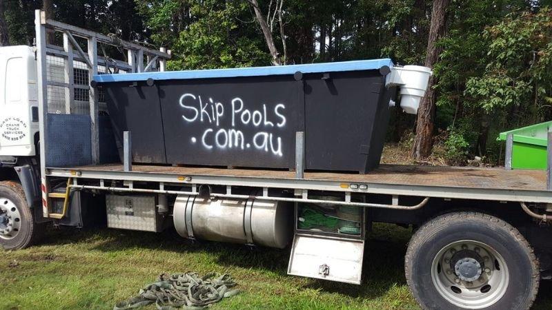 Если нет средств на дорогой бассейн, сделайте его сами из мусорного ко