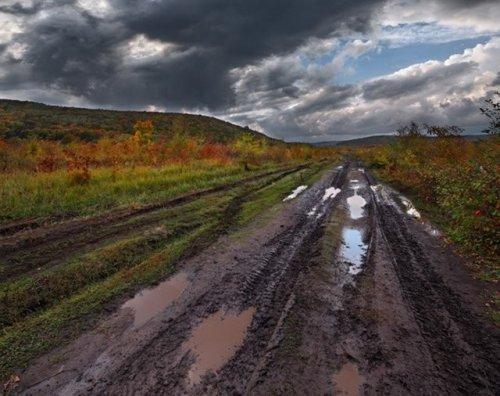 Осеннее бездорожье - все равны перед грязью (20 фото)