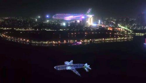 Впечатляющее световое шоу на авиасалоне в Китае с участием 800 дронов со светодиодами (3 фото + видео)