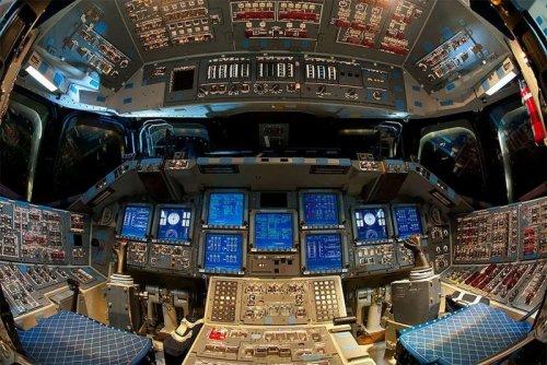 """Космический корабль """"Индевор"""" стал музейным экспонатом (18 фото)"""