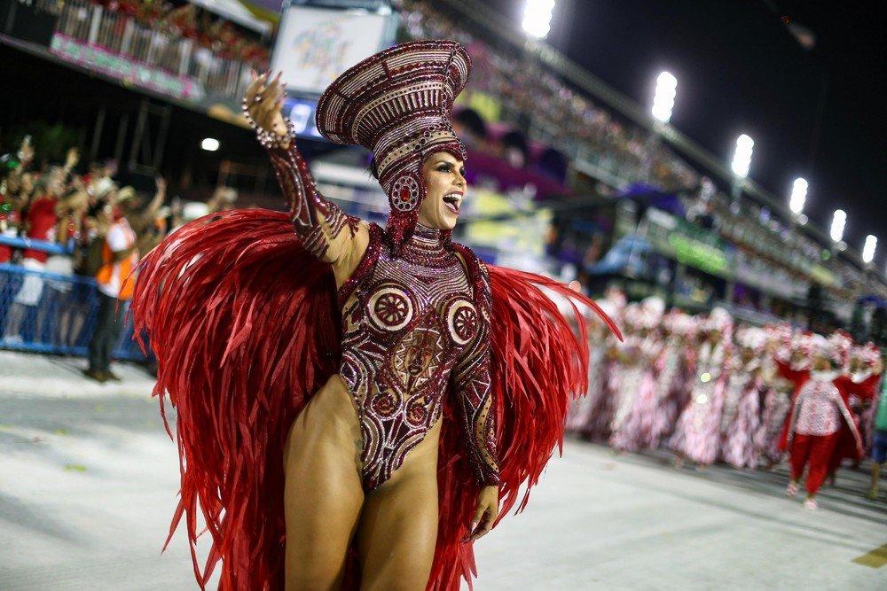 что широкоформатные фото с бразильского карнавала попробуйте