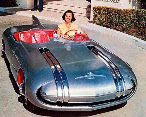 Фотографии Pontiac Club De Mer, концепт-кара, вдохновленного реактивным веком, который был создан в 1956 году (16 фото)