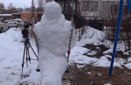 Снежный Пеннивайз наводит ужас в Сарове (10 фото)
