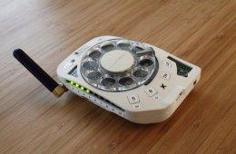 Космический инженер Жюстин Хаупт придумала и создала антисмартфон с вращающимся механизмом (5 фото)