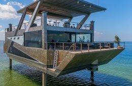 Эта яхта-особняк стоимостью 12 миллионов долларов сделана целиком из нержавеющей стали. Это новое слово в отрасли (11 фото)