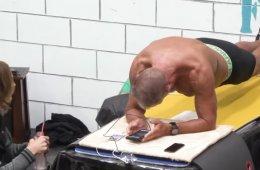 """62-летний бывший морской пехотинец установил новый мировой рекорд, простояв в """"планке"""" более 8 часов"""