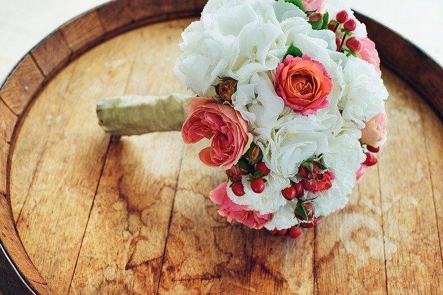 Поздравления к свадьбе молодоженам своими словами