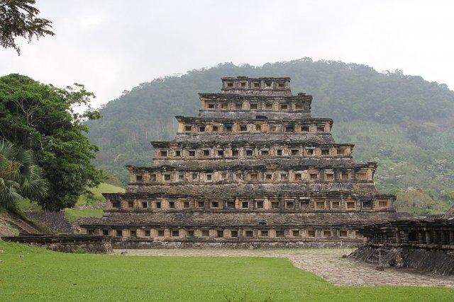 Пирамида Ниш в городе Эль-Таджин (4 фото)