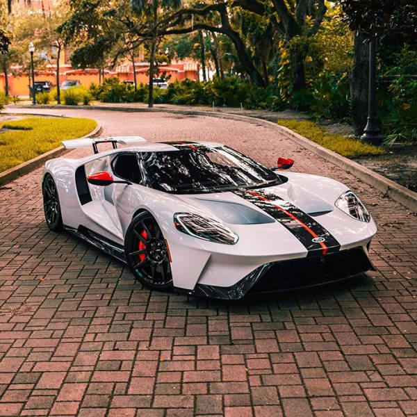 Фотоколлекция для ценителей автомобилей (17 фото)