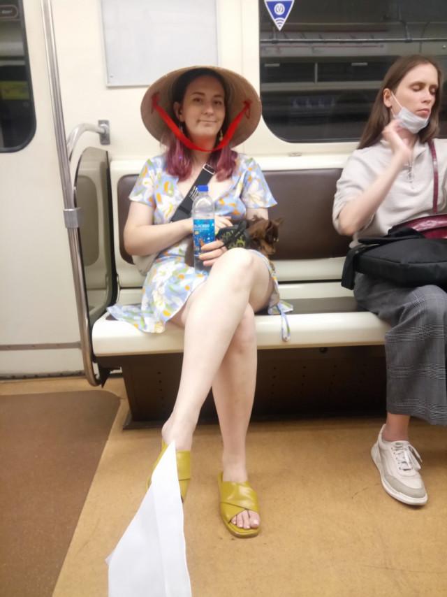 Странные и неожиданные пассажиры в метро. ФОТО