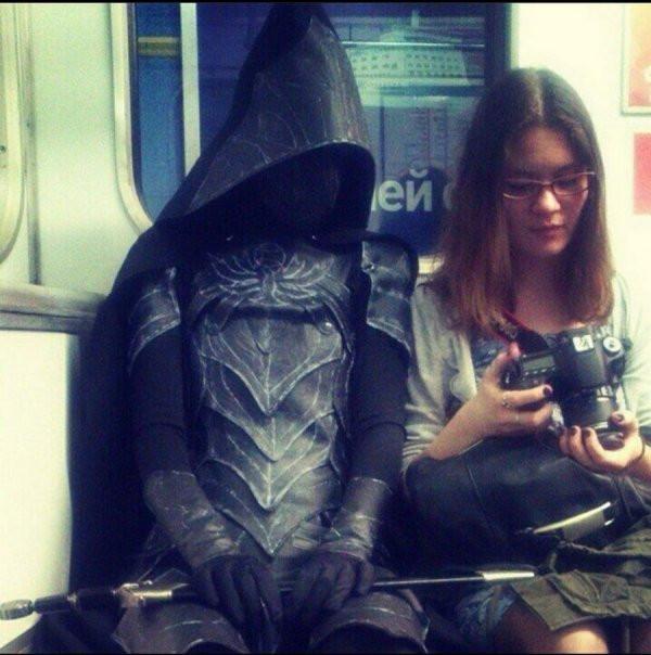 Странные и неожиданные пассажиры метро (28 фото)