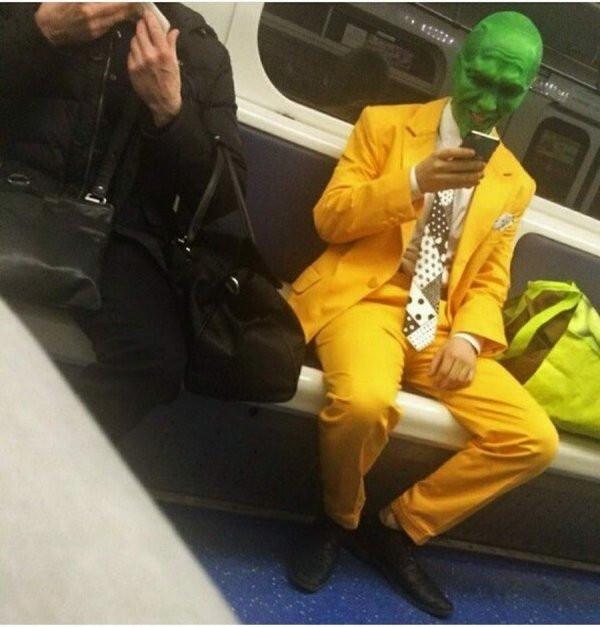 Странные и неожиданные пассажиры метро. ФОТО