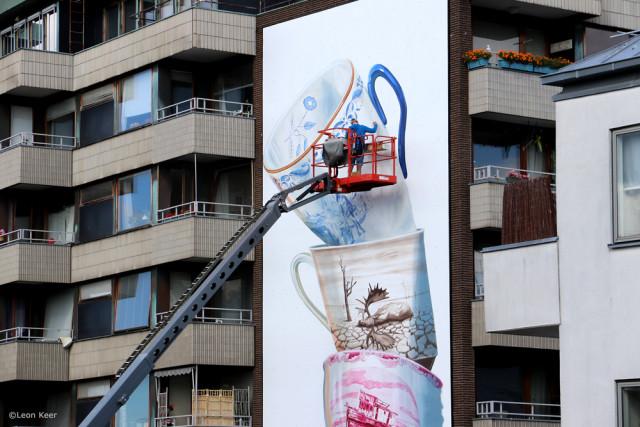 «Падающие» со стены дома чашки