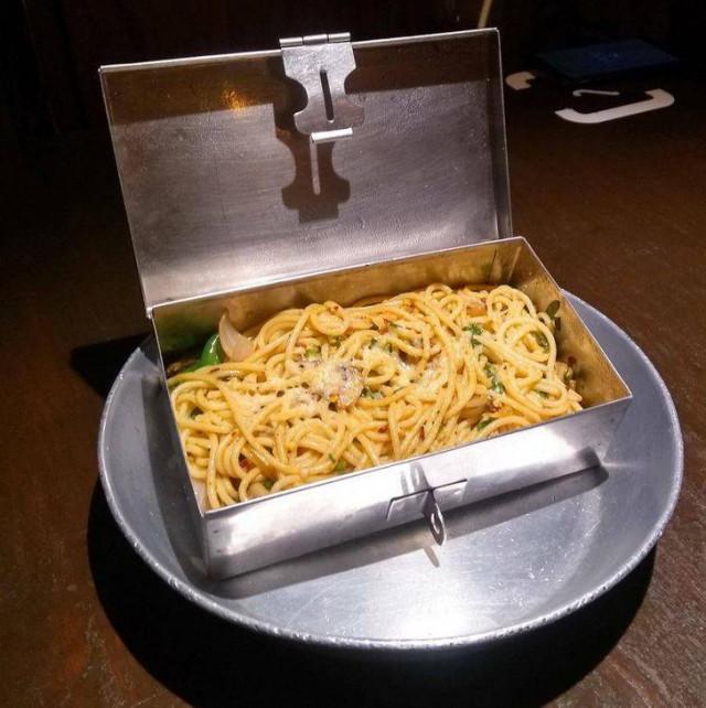 19 новых примеров безбашенной подачи блюд