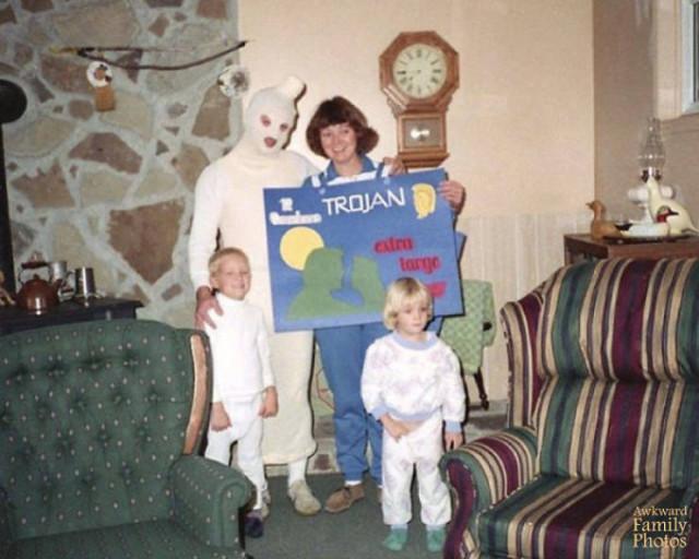 Такие забавные и нелепые фотографии есть почти в каждом семейном фотоальбоме