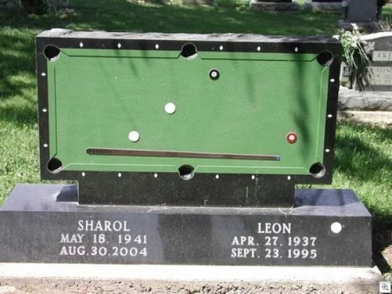 Надгробные памятники, не похожие на другие (17 фото)