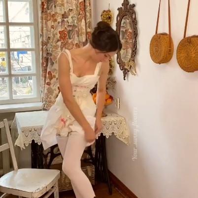 Женщинам одеваться в конце XIX века было очень утомительно, и это видео более чем убедительно доказывает это