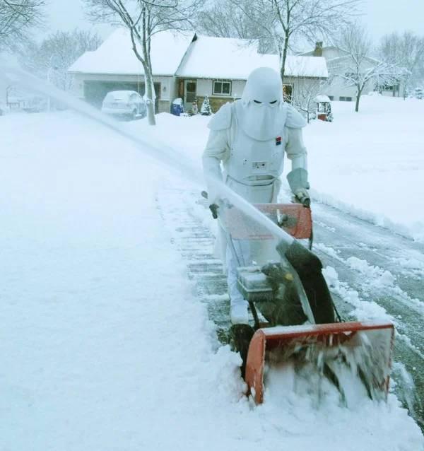 Пришла зима — пора доставать из гаража снегоуборочный транспорт (31 фото)