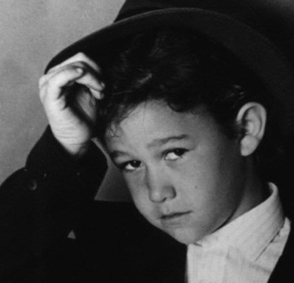 Фотографии знаменитостей, сделанные ещё в их детстве и юности (18 фото)