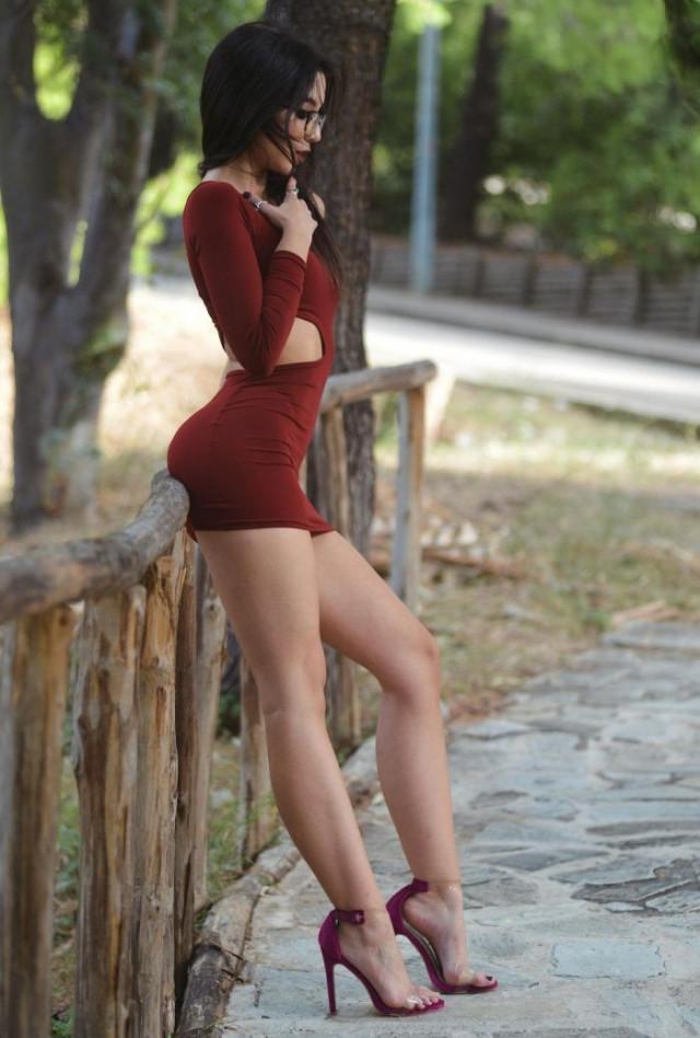 34 причины, почему мужчинам нравятся девушки в обтягивающих платьях