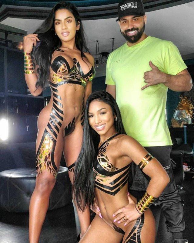 Сексапильные девушки из The Black Tape Project (20 фото)