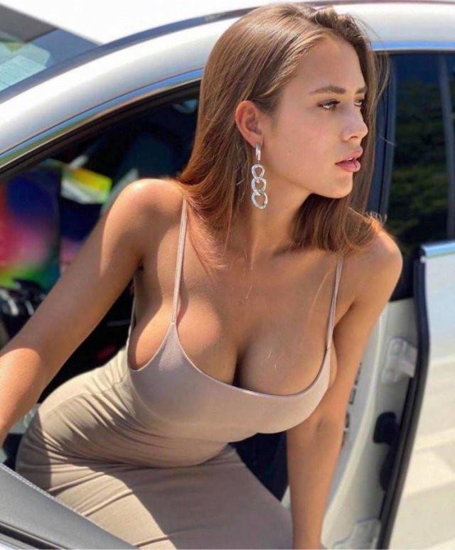 Девушки, которые не любят прятать грудь под нижним бельём (35 фото)