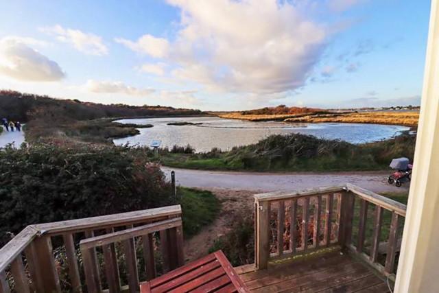 Крошечный пляжный домик, в котором даже нет ванной комнаты, выставлен на продажу за 450 тысяч долларов