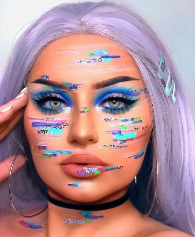 Визажистка, которая с помощью макияжа превратила своё лицо в холст