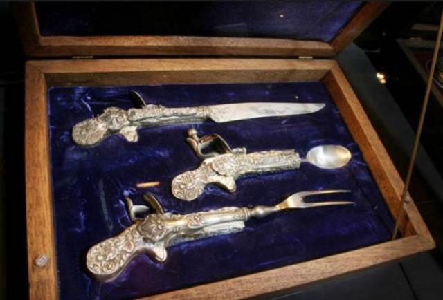 Коллекция фотографий с необычным оружием